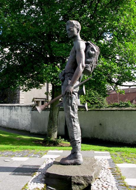 commemorative-statue